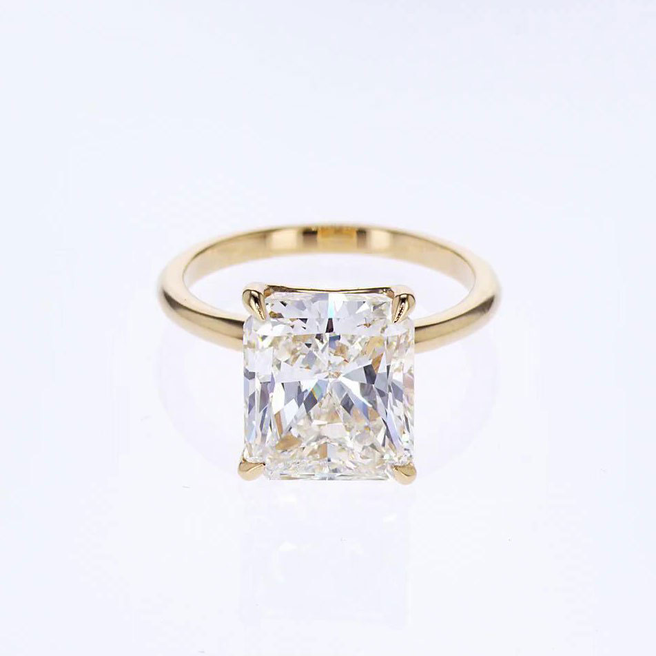 Radiant-cut diamond solitaire engagement ring
